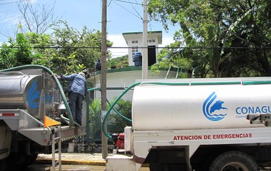 CONAGUA entrega apoyo de pipas a Zihuatanejo