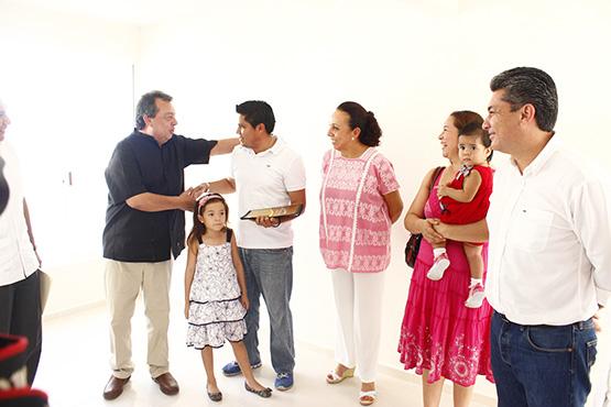 gobernador-aguirre-rivero-y-EFB-inauguran-obras-en-Zihuatanejo