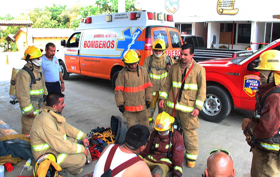 capacitacion-bomberos-zihuatanejo