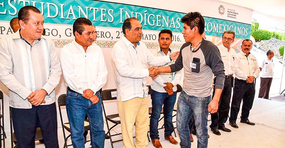 becas-estudiantes-indigenas-chilpancingo-3