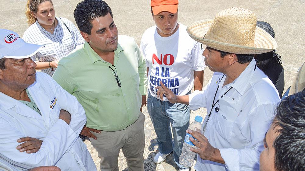 manifestantes-ayuntamiento-zihuataneo