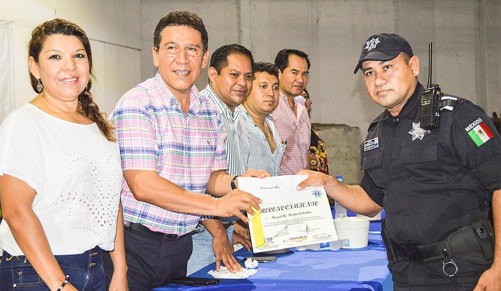festejo-dia-policia-zihuatanejo