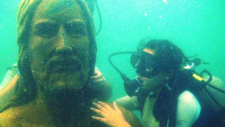 En las profundidades del oc ano for El hotel que esta debajo del agua