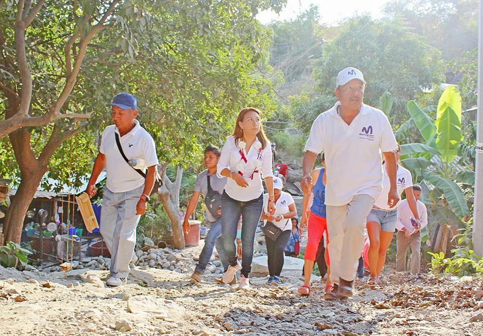 Maricarmen cabrera la morenita camina en cuatro colonias donde le refrendan su apoyo y - Casas rurales la morenita ...
