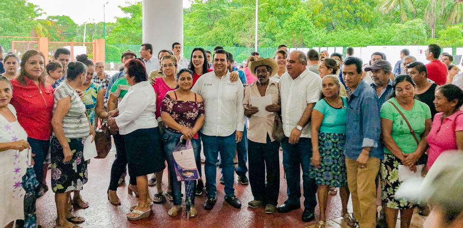 entrega-apoyos-subsidiados-zihuatanejo-jorge-sanchez-dif-_.jpg